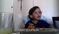 Un petit garçon ne veut plus manger de poulpe