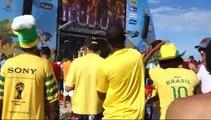 COUPE DU MONDE AU BRESIL; A Copacabana entre supporters.