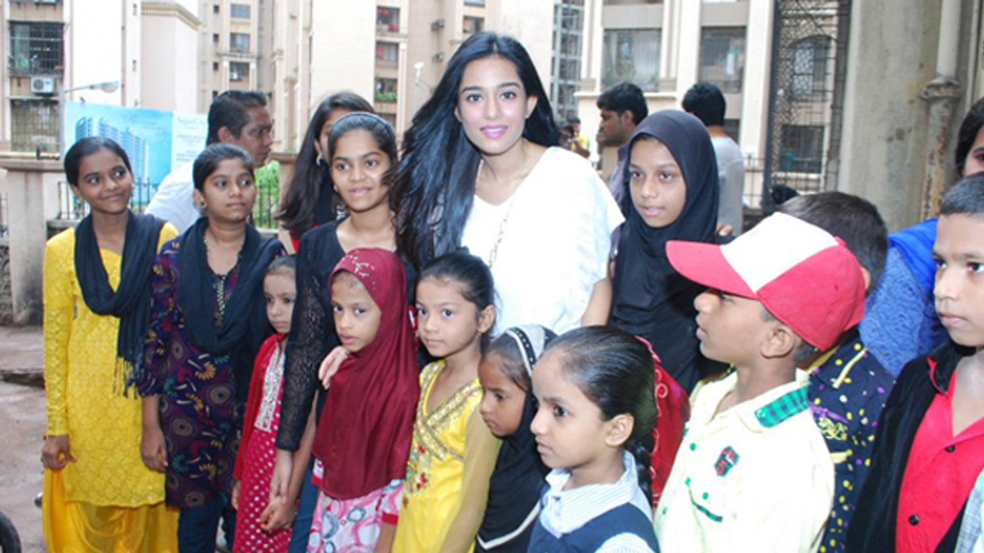 Amrita Rao Visited 'Pratham' NGO !