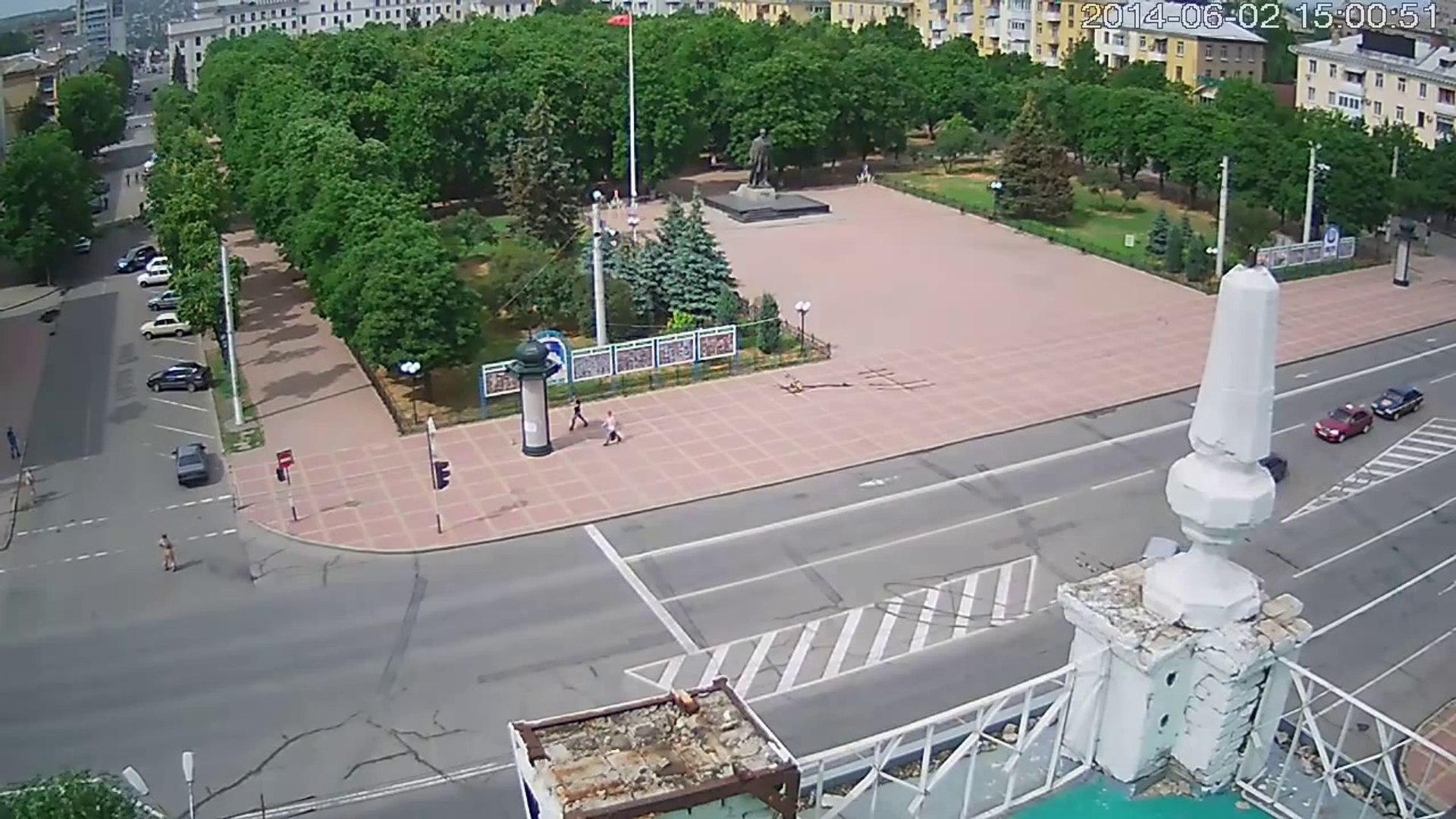 Луганск 02.06.14 Полное видео обстрела ОГА украинскими фашистами-Bombed city administration