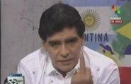 Le doigt d'honneur de Maradona au président de la Fédération argentine [VOSTFR]