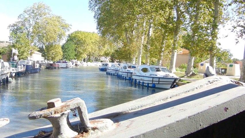 Péniche Kay Aco, Canal du Midi, passage du pont de Capestang
