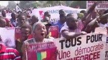 AFRICA NEWS ROOM du 25/06/14 - AFRIQUE - MODE : Wax, bazin, une tendance africaine venue d'ailleurs - partie 1