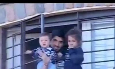 Luis suarez saluda desde el balcon de su casa  Carries he waves to supporters from the balcony