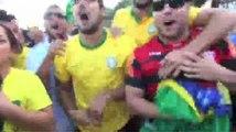 Football / Les supporters brésiliens exultent sur Copacabana - 28/06