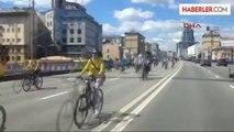 Moskova'daki Bisiklet Etkinliğine 10 Bin Bisikletli Katıldı