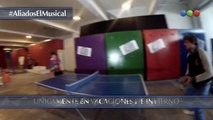 Aliados en Rex – Los Aliados juegan ping pong
