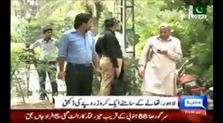 Fake Fraud DSP caught in Lahore looting people at Fake checkpost - One Crore Rupee Robbery outside bank