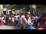 Napoli - La protesta dei genitori contro mancato finanziamento delle colonie estive -1- (04.07.14)