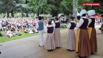 Guingamp. Bugale Breizh : défilé et danses des cercles celtiques