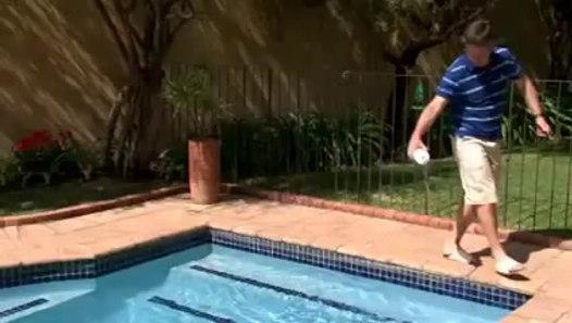 Comment r gler le ph de l 39 eau de sa piscine vid o - Comment recuperer eau trouble piscine ...