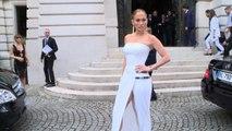 Jennifer Lopez Shows Off Her Sexy Figure In Paris