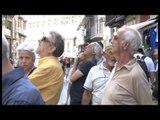 Napoli - Crolla cornicione della Galleria Umberto, grave un passante -2- (05.07.14)