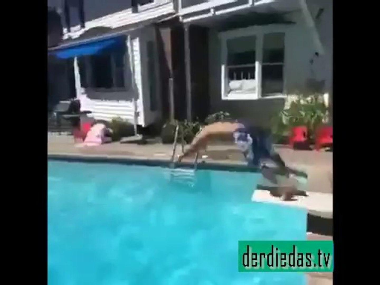 """Super Video – Junge wird in den Pool """"geworfen"""""""
