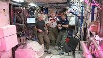 La Coupe du Monde dans l'espace: des astronautes tentent de jouer au foot