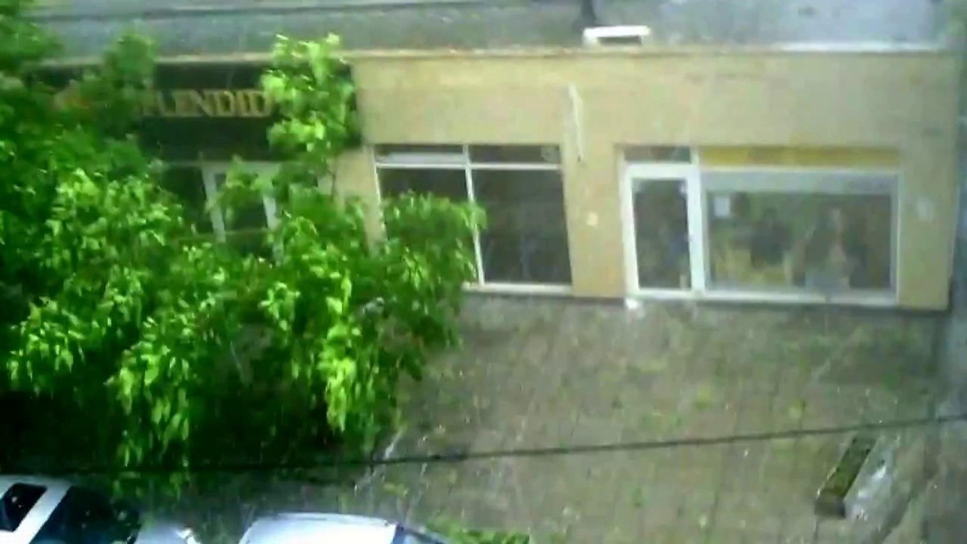 Градушка с големина на орех удари София - 08.07.2014