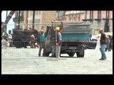 Napoli - Paura per caduta calcinacci al Palazzo Reale (10.07.14)