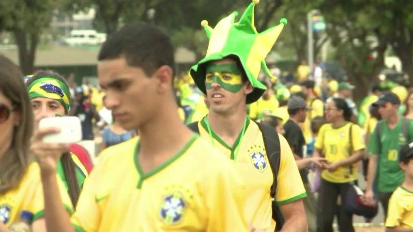 Mondial: les Brésiliens venus en masse soutenir leur Seleçao