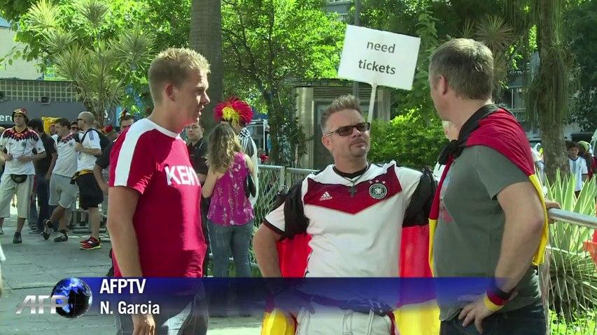 Mondial: bonne ambiance avant match entre Allemands et Argentins