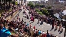 Fêtes médiévales : un défilé sous le soleil