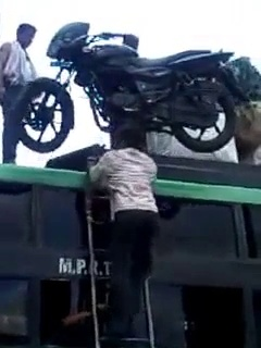 Load motorcycle on the bus roof, the indian way! With his head….