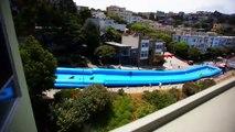 Toboggan géant en pleine rue à San Francisco... Surfer en pleine ville!