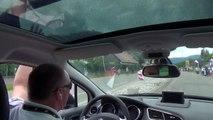 Des voitures de la police nationale participent à la caravane publicitaire du Tour de France