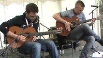 Duo de guitaristes joue Daft Punk à la guitare acoustique