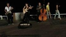 groupe musique de montpellier chante nice promenade des anglais france (street music group)