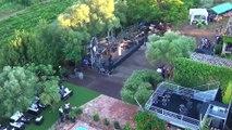 Le mas des Escaravatiers vue du ciel drone Var Puget sur Argens : Yodelice, Hollyssiz, Ayo, Milky Chance. Concerts, soirées, brunchs, pool party. 35 concerts dans le jardin d'un mas provençal, sous les oliviers, en bordure de piscine