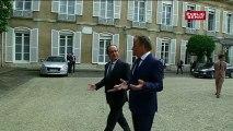 Arrivée et départ de François Hollande au pot de départ de Jean-Pierre Bel