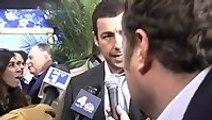 Tall Reporter scares Jennifer Aniston and Adam Sandler
