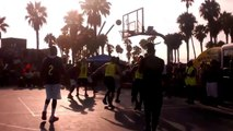 Metta World Peace fait du Ron Artest lors d'un match à Venice Beach