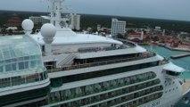 Concert de sirènes entre Oasis of the Seas et Serenade of the Seas, à Cozumel au Mexique le jeudi 9 janvier 2014.