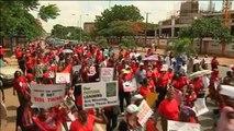 Nigéria, Enlèvements : le Président rencontre les parents des jeunes filles