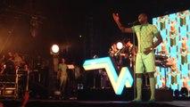 Omar Sy chante Papaoutai de Stromae aux Arène de Nîmes