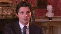 Quai d'Orsay - Interview Raphaël Personnaz VF
