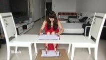 Elle écrit avec ses pieds et ses mains en même temps