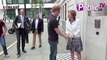 Exclu Vidéo : Le prince Harry attendri par une petite fille !