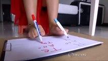 Elle arrive à écrire des deux mains et des deux pieds