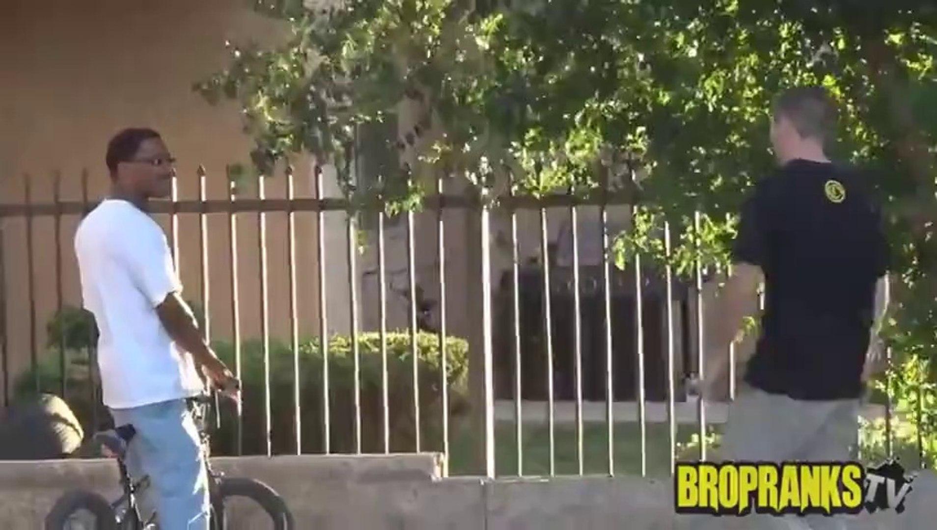 Black Jokes Prank in the Hood (PRANKS GONE WRONG) - Funny Pranks 2014 - Pranks in the Ghetto - Prank