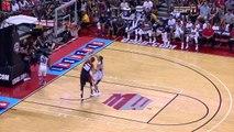 Basket - Paul George se casse la jambe en deux en plein match