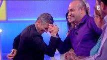Concours de bras de fer entre Nagui et un candidat