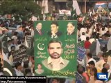 Dunya News - PML-N and PTI workers get into a scuffle outside Khan's Lahore residence