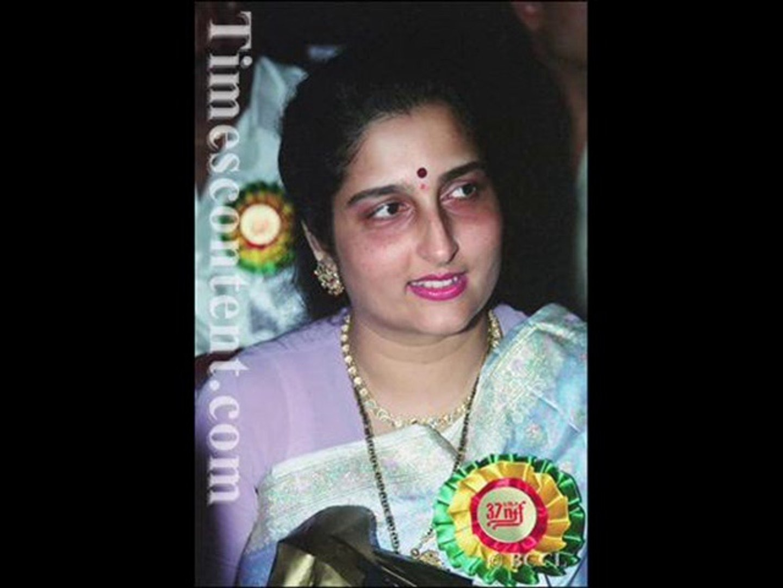 Rasm E Ulfat Ko Nibhaaen To Nibhaaen Kaise Anuradha Paudwal