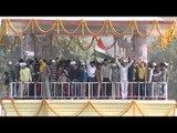 Kejriwal takes over Delhi after oath at Ramleela Maidan