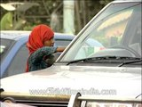 Girl sells Indian flags amid traffic in Noida, Uttar Pradesh