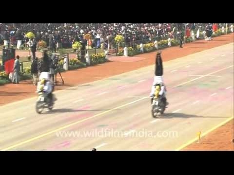 Breathtaking feat on motorcycles by Indian Army soldiers!