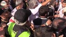 Beppe Grillo circondato dai giornalisti #Italia5Stelle - MoVimento 5 Stelle