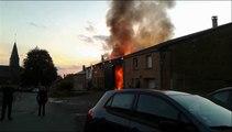Spectaculaire incendie dans un village des Ardennes